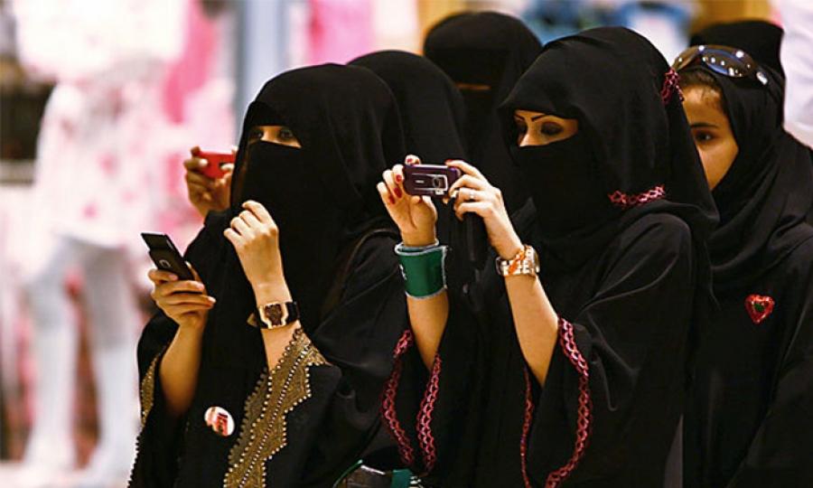 إجبار فتيات في مركز حكومي بالسعودية على التعري …وإليكم/ن السبب