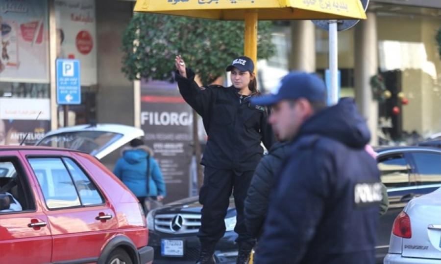 شرطيات لتنظيم المرور في برج حمود