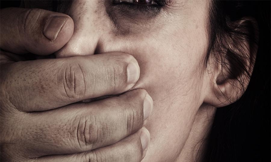 اغتصب ابنتيه ويتاجر بهما جنسيا والمقابل  50 ألف ليرة !