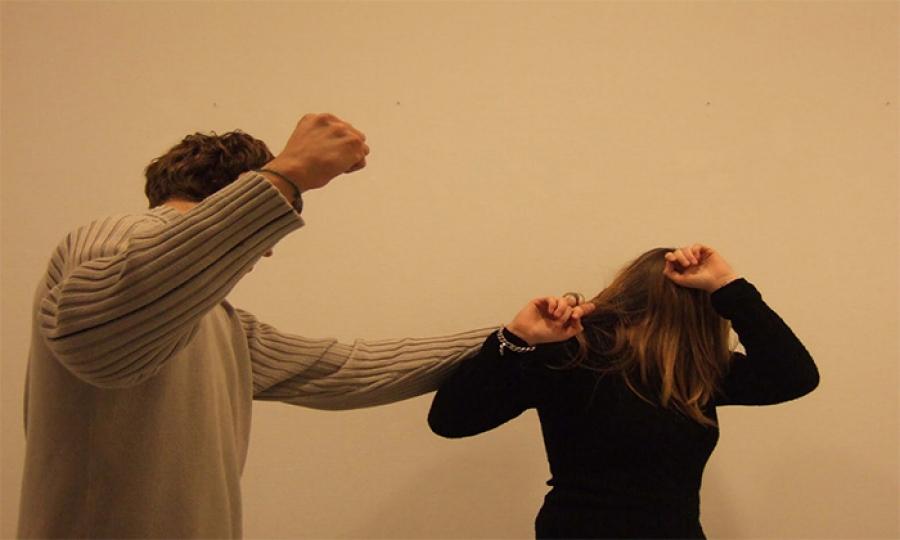 في بعض الدول العربية …المرأة تستحق الضرب
