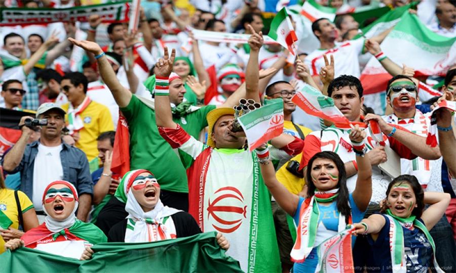 كيف واجهت الايرانيات حظر دخولهن إلى مباريات كرة القدم ؟