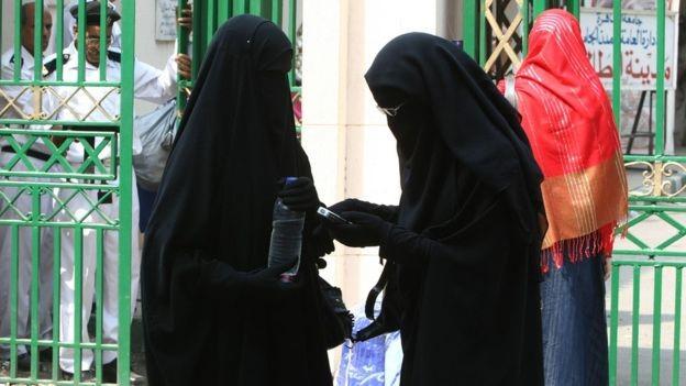 """مشروع قانون مصري """"يحظر ارتداء النقاب"""" في الأماكن العامة"""