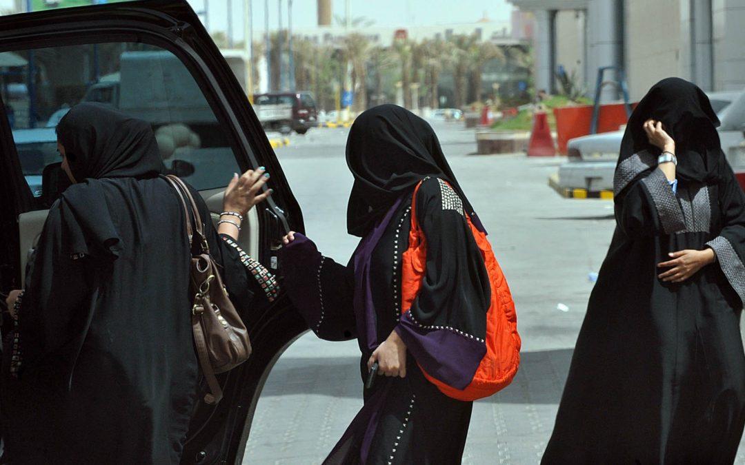 """تطبيق """"أبشر"""" باق: غوغل وآبل """"متواطئتين مع قمع السعودية للنساء"""""""