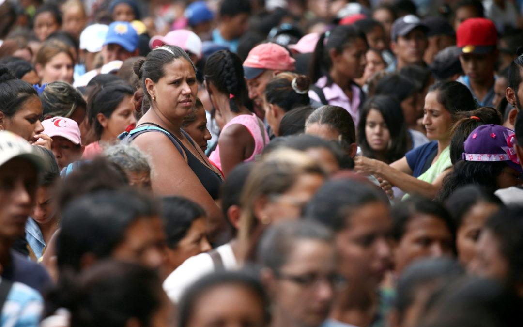 نساء فنزويلا يبعنّ شعرهنّ مقابل الغذاء