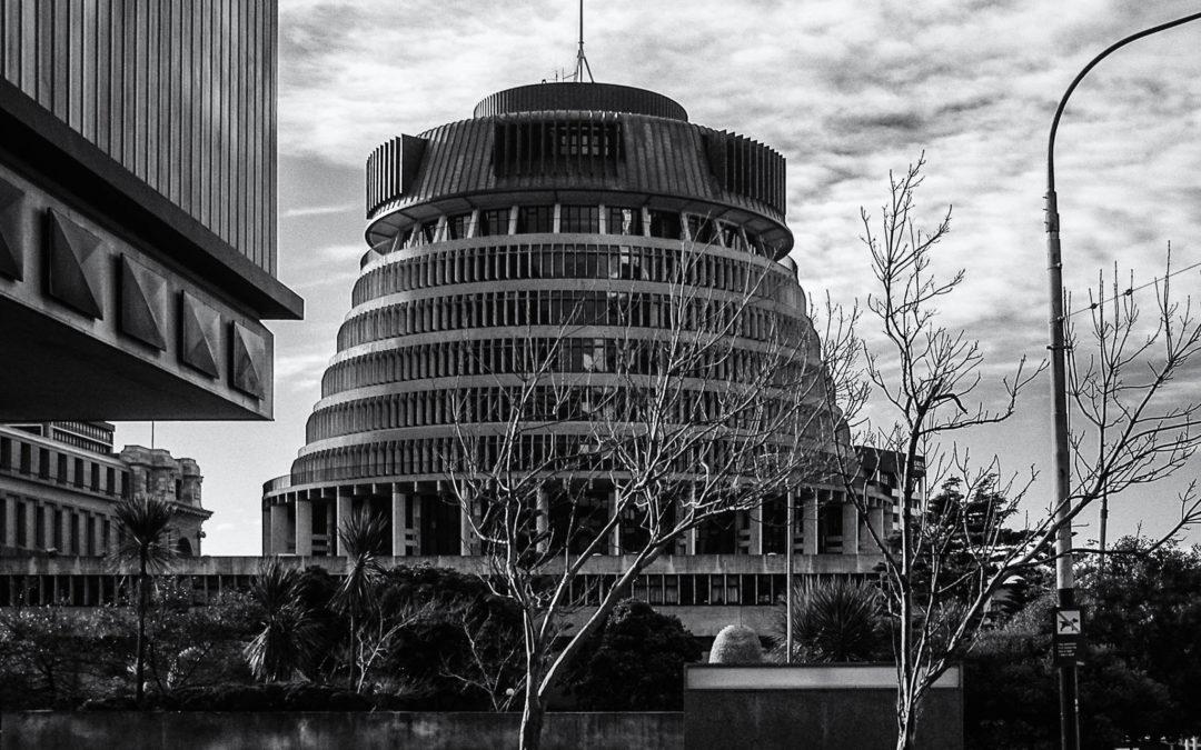 في البرلمان النيوزيلندي مغتصب يطارد النساء!