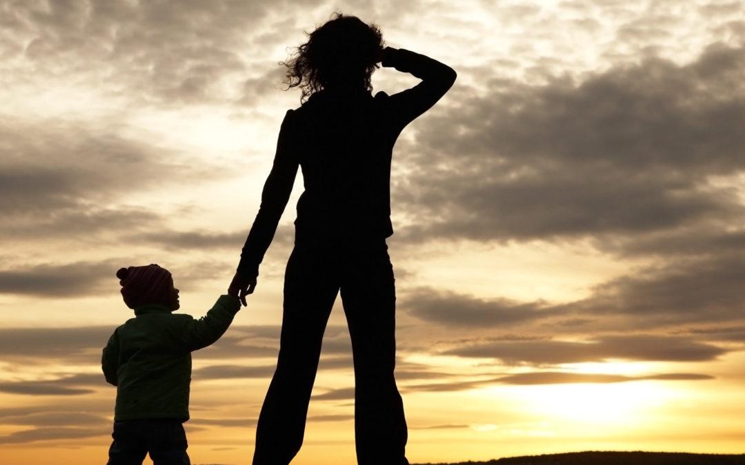 متى يعترف القانون اللبناني بحق المرأة العزباء بالأمومة؟