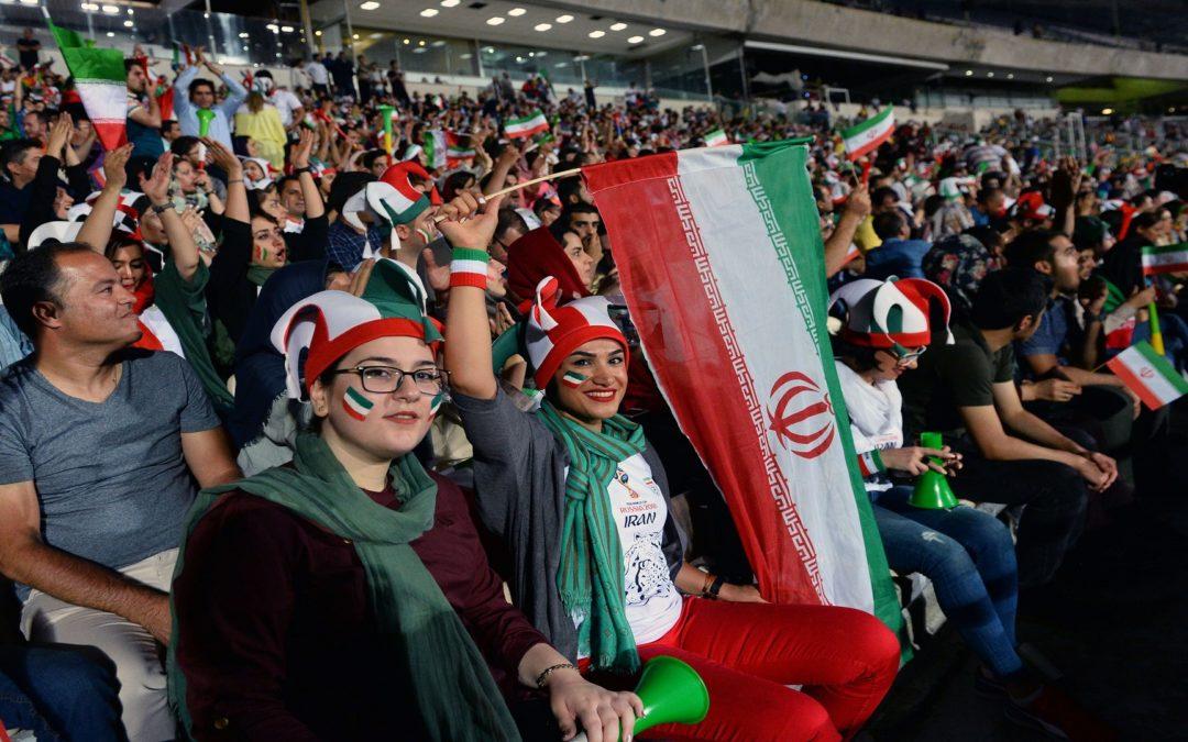 الإيرانيات قريباً في مدرجات ملاعب كرة القدم