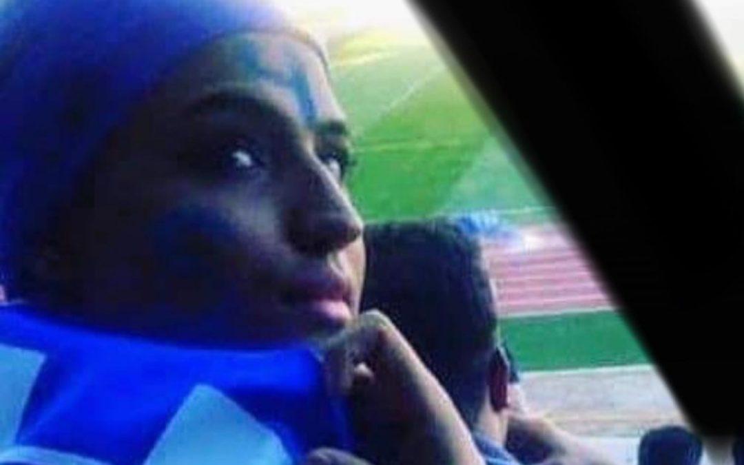 ناشطة إيرانية تضرم النار في نفسها احتجاجاً على سجنها بسبب دخول ملاعب كرة القدم