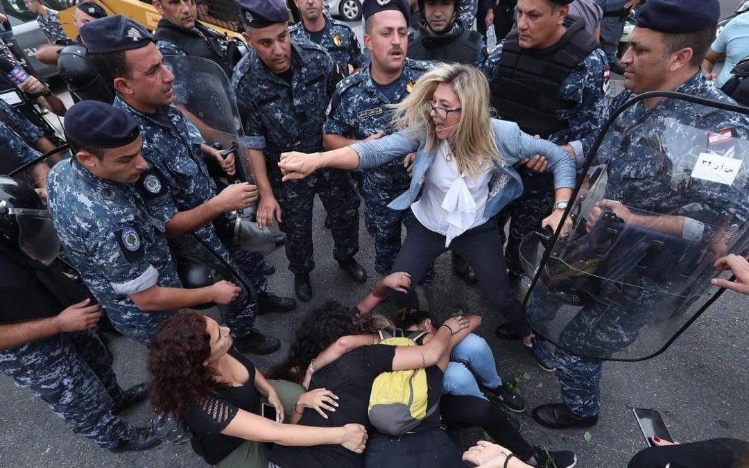 قضايا النساء في ثورة لبنان… صرخات تعانق الوطن