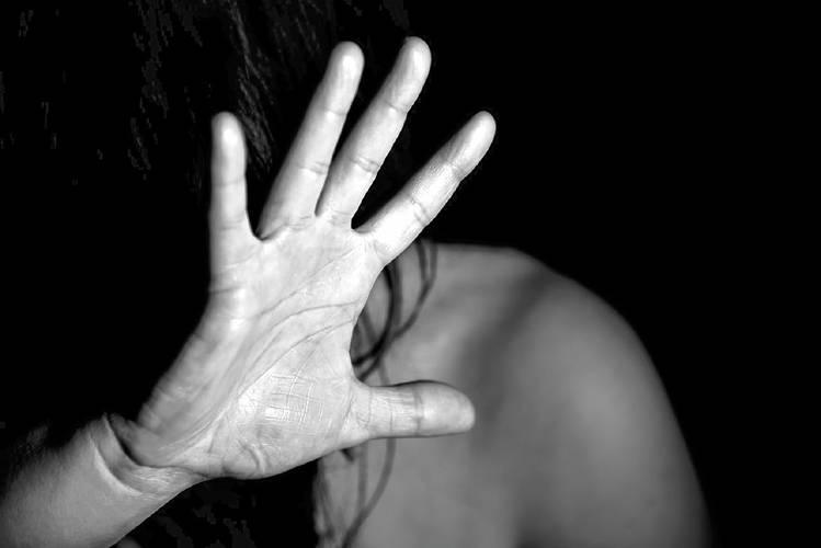 أزواج يتاجرون بزوجاتهن ويعنفوهن لممارسة الجنس مقابل المال في لبنان