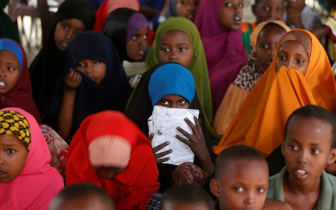 اندونيسيا تتراجع عن سياسة إلزام الطفلات بالحجاب في مدارسها